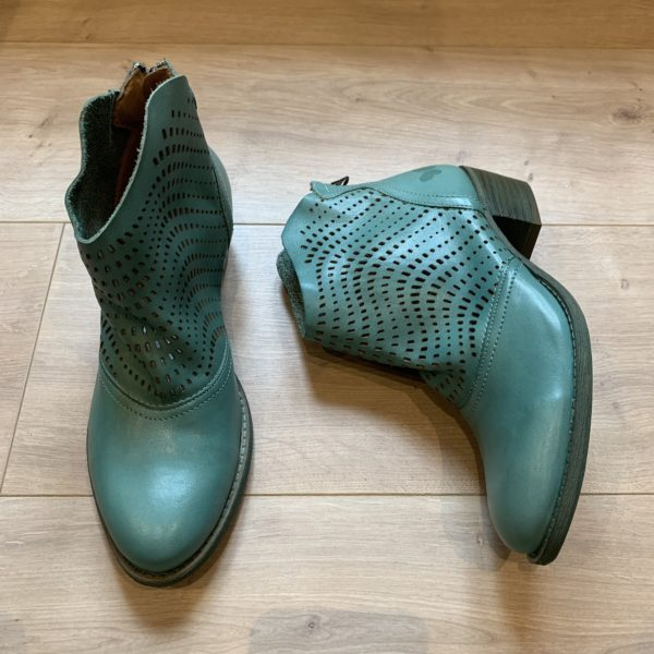 chaussures boots à trou en cuir bleu Felmini