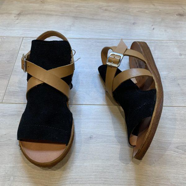 chaussures sandale noir à brides cognac