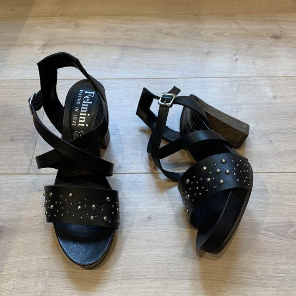 chaussures sandale noir à talon et clous