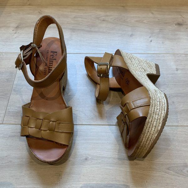 chaussures sandale compensé en cuir cognac