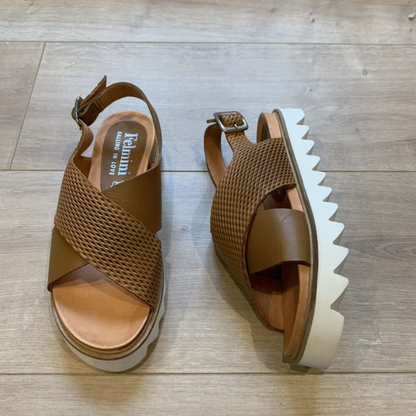 chaussures sandale à plateforme camel