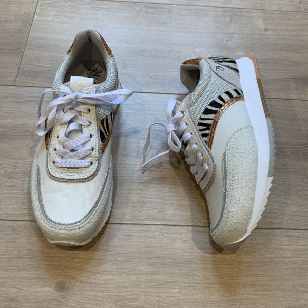 chaussures baskets blanche et zèbre