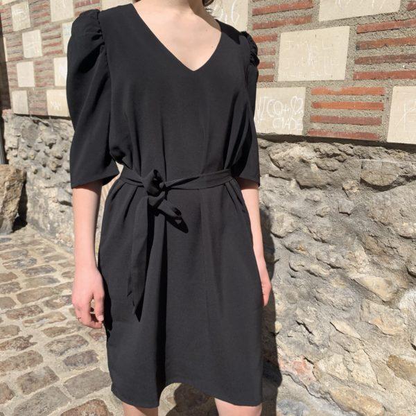 Robe noir épaulettes