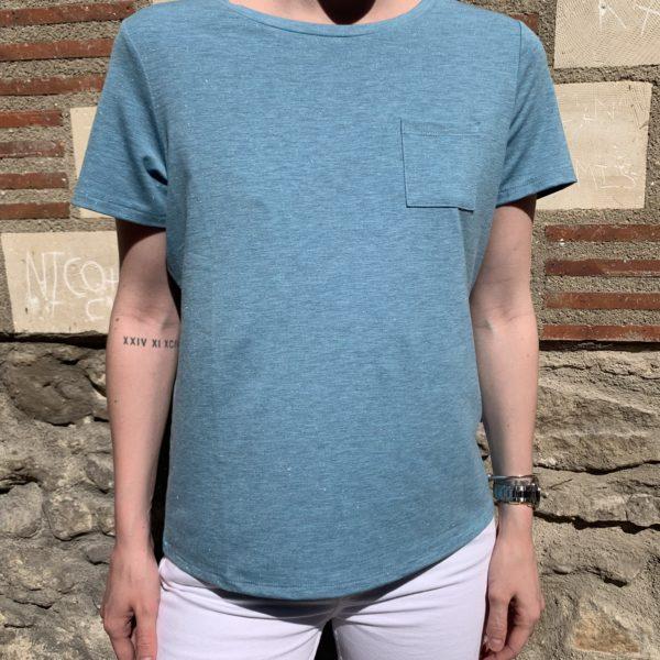 T-shirt bleu avec poche