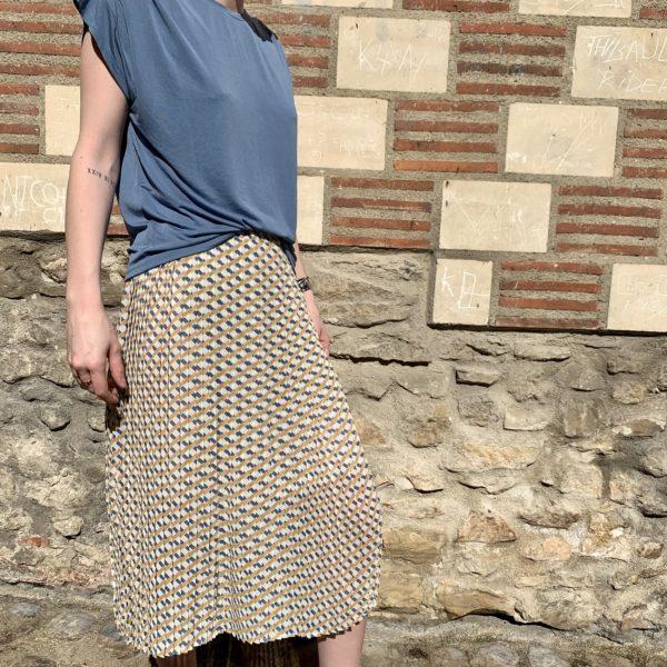 jupe mi-longue à carreaux bleus et jaunes