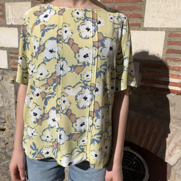 blouse jaune à fleurs col rond